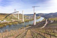 Het hoge van de de Brugbouw van Moezel zijaanzicht over de Moezel vall Royalty-vrije Stock Foto's