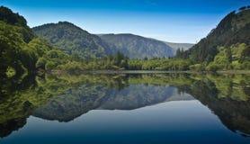 Het hogere meer van Glendalough stock afbeelding