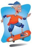 Het hogere oude dame met een skateboard rijden. Stock Afbeeldingen