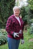 Het hogere vrouw tuinieren Royalty-vrije Stock Foto's