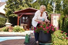 Het hogere vrouw tuinieren Royalty-vrije Stock Foto