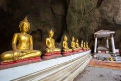 Het Hol van Khaoluang in Phetchaburi, Thailand, met een groot binnen aantal beelden van Boedha Royalty-vrije Stock Afbeelding