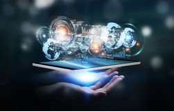 Het hologramscherm met digitale die datas door 3D zakenman wordt gebruikt geeft terug Royalty-vrije Stock Foto's
