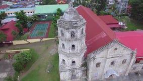 Het hommelsatellietbeeld van Santa Maria Magdalena Parish Church ook Heilige Mary Magdalene Parish Church is een Rooms-katholieke stock video