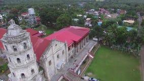 Het hommelsatellietbeeld van Santa Maria Magdalena Parish Church ook Heilige Mary Magdalene Parish Church is een Rooms-katholieke stock footage