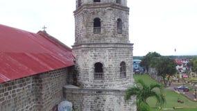 Het hommelsatellietbeeld van Santa Maria Magdalena Parish Church ook Heilige Mary Magdalene Parish Church is een Rooms-katholieke stock videobeelden