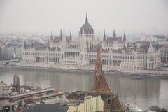 Het Hongaarse die Parlement uit Buda Hill wordt genomen Royalty-vrije Stock Fotografie