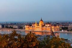 Het Hongaarse Parlement in Boedapest over de Donau Royalty-vrije Stock Afbeeldingen