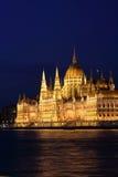 Het Hongaarse Parlement die 4 bouwen Stock Afbeeldingen