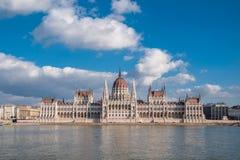 Het Hongaarse Parlement die op de bank van de Donau in Boedapest voortbouwen Royalty-vrije Stock Foto's