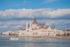 Het Hongaarse Parlement die op de bank van de Donau in Boedapest voortbouwen Royalty-vrije Stock Afbeeldingen