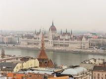 Het Hongaarse Parlement die op de rivier van Donau in Boedapest, Hongarije voortbouwen De beroemde nationale bouw Het oriëntatiep Royalty-vrije Stock Afbeelding
