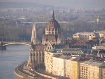 Het Hongaarse Parlement en de Donau in Boedapest Stock Fotografie