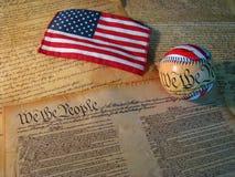 Het Honkbal en de Vlag van de grondwet Royalty-vrije Stock Foto