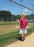 Het honkbalveld van de jongen Stock Afbeelding