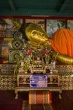 Het hoofd van dicht omhoog het Doen leunen van de Ruïnes van Boedha van de oude Boeddhistische tempel van WatMuen Ngoen Kong Chia stock foto