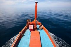 Het hoofd van Thaise lokale vissersboten loopt gaat naar overzees Stock Foto's