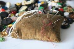 Het Hoofdkussen van de naald, knopen, naalden Royalty-vrije Stock Foto's
