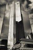 Het hoofdkwartier van ` Deutsche Bank ` in Frankfurt, zwart-wit Duitsland Stock Fotografie