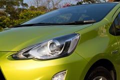 Het hoofdlicht van Toyota Prius C 2015 Royalty-vrije Stock Afbeeldingen