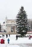 Het hoofdvierkant van Chisinaus. Kerstboom en boog Royalty-vrije Stock Foto