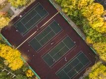 Het hoogste tennis van het meningsspel op verscheidene hoven luchthommel geschoten F stock afbeelding