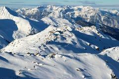 het hoogtepunt van alpenranden van de sneeuw stock foto's
