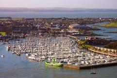 Het hoogtepunt van de haven van schepen in Portsmouth stock foto
