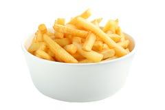 Het hoogtepunt van de kom van frieten dat op wit wordt geïsoleerdj Royalty-vrije Stock Afbeeldingen