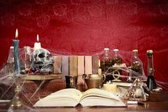 Het hoogtepunt van de lijst van hekserij verwante voorwerpen Stock Fotografie