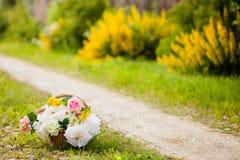 Het hoogtepunt van de mand van bloemen Stock Afbeelding