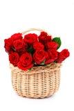 Het hoogtepunt van de mand van rode rozen royalty-vrije stock foto