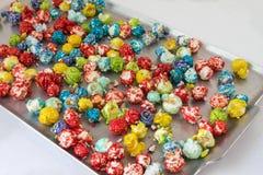 Het hoogtepunt van het metaalblad van gekleurde popcorn Stock Afbeelding