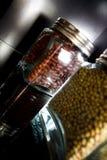 Het hoogtepunt van kruiken van bonen - decoratie Stock Foto's