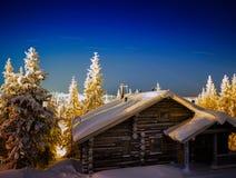 Het horizontale huis van het Kerstmisnieuwjaar met sterslepen stock foto's
