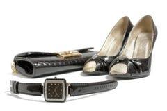 Het horloge van dames, hoge hielenschoenen en handtas Royalty-vrije Stock Foto's