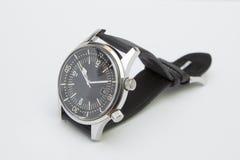 Het horloge van de de luxeduiker van mensen met synthetische die riem op wit wordt geïsoleerd Stock Afbeeldingen