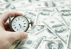 Het horloge van de handholding royalty-vrije stock afbeeldingen
