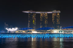 Het hotel en het casino van Marina Bay Sands complex bij nignt Stock Afbeeldingen
