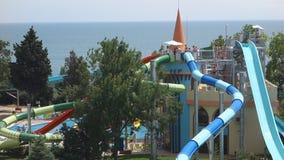 Het hotel Sol Nessebar één van de beste hotelkettingen in Bulgarije op de Zwarte Zee coastGuests ontspant in de lokale pools en h stock videobeelden