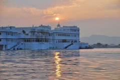 Het hotel udaipur India van het meerpaleis Royalty-vrije Stock Foto's