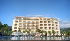 Het hotel van de luxe met oneindigheidspool Stock Foto's