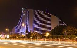 Het Hotel van het Strand van Jumeirah bij nacht Royalty-vrije Stock Foto