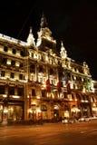 Het hotel van luxeboscolo in Boedapest bij nacht (Hongarije) Stock Foto's
