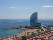 Het hotelgebouw in haven Vell in Barcelona, Spanje stock afbeelding