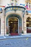 het hotelingang van Parijs van de 5 sterrenluxe in de stad van Praag Stock Afbeeldingen