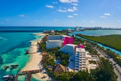 Het Hotelstreek van de Cancun luchtmening van Mexico Royalty-vrije Stock Foto