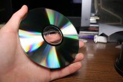Het houden van compact disc in een hand stock foto's