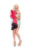 Het houden van de van nieuwe rode kleding Stock Afbeelding