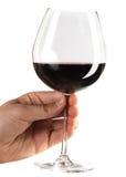 Het houden van een glas rode wijn Stock Afbeeldingen